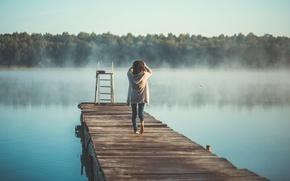Картинка лето, девушка, туман, озеро, утро, спиной, омск, невиднолица, фотограф Лаферов Андрей, девушка на пирсе, озеро …