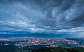Картинка небо, тучи, город, огни, туман, пролив, вид, высота, вечер, освещение, панорама, Китай, Тайвань, дымка, сумерки, ...