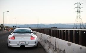 Картинка дорога, белый, небо, свет, white, porsche, порше, gt3, road, sky, задок, гт3, отбойник, светодиодные фонари