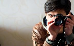Картинка фото, зеркало, куртка, фотоаппарат, фотограф, парень, брюнет
