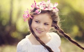 Картинка цветы, взгляд, широкоэкранные, дети, размытие, лицо, HD wallpapers, обои, косички, полноэкранные, background, fullscreen, девочка, венок, ...