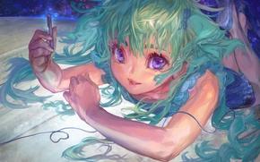 Картинка улыбка, сияние, ручка, Девочка, лежит, голубые глаза, длинные волосы