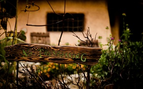 Картинка зелень, цветы, ветки, фон, widescreen, обои, табличка, размытие, деревянный, wallpaper, цветочки, разное, широкоформатные, flowers, background, …