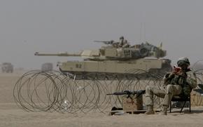 Обои солдат, читает, abrams, m1a2