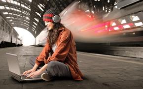 Обои девушка, метро, наушники, ноутбук, уединение, увлеченность