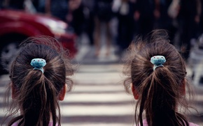 Картинка город, улица, девочки, переход, ожидание