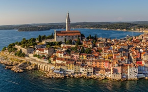 Картинка city, cathedral, sea, landscape, houses, buildings, architecture, roofs, cityscape, Croatia, church, Rovinj, bell tower