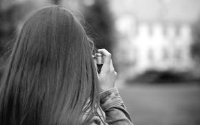 Картинка девушка, фон, widescreen, черно-белый, обои, настроения, волосы, камера, фотоаппарат, фотограф, wallpaper, широкоформатные, camera, background, полноэкранные, ...