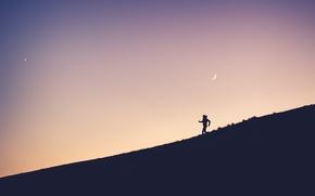 Обои dusk, running, hill, twilight, moon, person, sunset