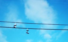 Обои небо, ботинки, Провода