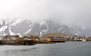 Картинка зима, море, снег, горы, туман, побережье, дома, Норвегия, Lofoten
