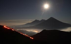 Обои вулкан, горы, город, огни, извержение, Гватемала, небо, звезды