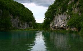 Обои озеро, небо, природа, деревья, скалы, пейзаж
