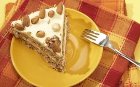Обои салфетка, оранжевый фон, вилка, сладкое, тарелка, тортик, орехи, кусок тортика, еда, пирожное, шоколад, крем, желтый ...