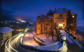 Картинка lights, road, trees, Italy, winter, snow, evening, houses, castle, Schenna