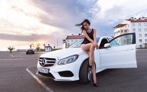 Обои поза, ladyCar, auto-girl, Mercedes-Benz, позирует, Model, ножки, автомобиль, Girls, красивая, девушка, машина, мерседес, белая