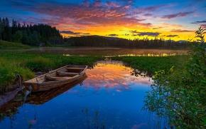 Обои закат, лес, небо, Норвегия, вечер, домик, озеро, берег, деревья, зарево, природа, горы, лодка
