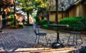 Картинка осень, листья, парк, стол, стулья, растения, домики, скульптуры