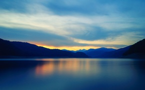 Картинка небо, облака, закат, горы, озеро, отражение, зеркало