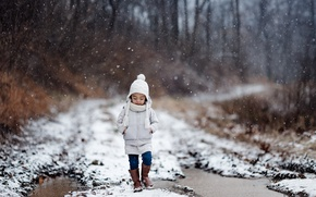 Обои девочка, дорога, зима