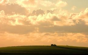 Обои трактор, небо, поле, облака