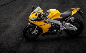 Картинка асфальт, полосы, мотоцикл, суперспорт, aprilia, bike, yellow, априлия, rsv4