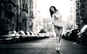 Обои пачка, балерина, улица, пуанты, танец, машины, город