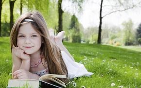 Картинка парк, garden, child, trees, красивая, grass, book, happiness, happy, милая, lovely, blonde, чтение, милая девочка, ...