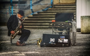 Картинка город, улица, Прага, музыкант, саксофон