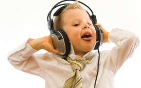 Обои радость, улыбка, музыка, настроение, наушники, мальчик поет