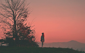 Картинка girl, twilight, sunset, mountain, tree, hill, dusk