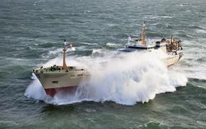 Обои море, волны, шторм, экстремально, судно, брызги