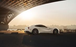 Обои ferrari, f12, berlinetta, white, supercar, sun, bridge, city, rear