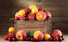 Картинка вишня, клубника, ягода, фрукты, ящик, персики, абрикосы