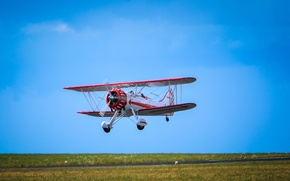 Обои полет, поле, взлетно-посадочная полоса, самолет, небо, трава, пилот