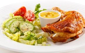 Обои огурец, тарелка, помидор, соус, петрушка, салат, специи, Курица