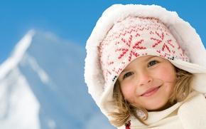 Картинка зима, взгляд, улыбка, шапка, шарф, капюшон, девочка, румянец, сероглазая
