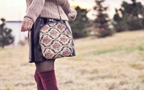 Картинка девушка, природа, юбка, сумочка, свитер, боке