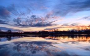 Картинка небо, вода, облака, деревья, закат, оранжевый, гладь, отражение, река, Вечер