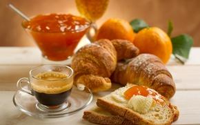Картинка листья, стол, кофе, еда, апельсины, лепестки, тарелка, хлеб, кружка, чашка, джем, варенье, круассаны