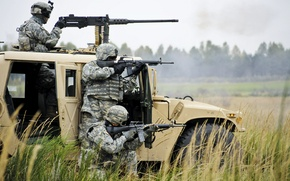Картинка трава, оружие, Хаммер, солдаты, пулемет, винтовки
