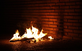 Обои пламя, стена, костер, огонь