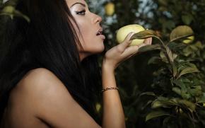 Картинка листья, девушка, лицо, волосы, ветка, макияж, брюнетка, фрукт, профиль