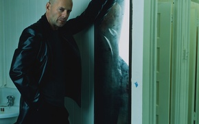 Обои дверь, зеркало, Bruce Willis, Брюс Уиллис, стена