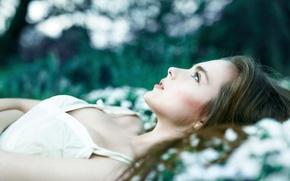 Картинка девушка, поляна, серьги, платье, Александра Шульгович, румян