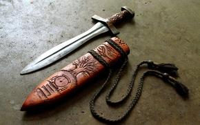 Картинка оружие, дерево, нож, шнурки, руны, резьба