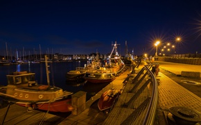 Картинка night, houses, England, boats, Kent, lighs, lamp posts, Chatham Marina, River Medway