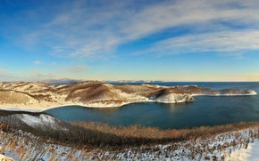Обои море, панорама, зима, снег, холмы