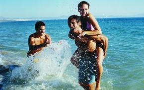 Картинка море, вода, девушка, брызги, парни