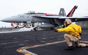 Картинка истребитель, палуба, взлёт, Super Hornet, F-18, палубный, регулировщик